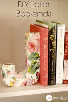 Goodbye to boring bookends! Learn how to make these lovely DIY bookends for a fraction of the cost of retail versions. Diy Projects To Try, Craft Projects, Nim C, Diys, Diy Letters, Letter Crafts, Ideias Diy, Living At Home, Living Room