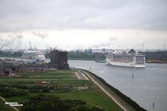 http://koopvaardij.blogspot.nl/2017/05/mooi-nautische-schouwspel-op-de-nieuwe.html    Mooi nautische schouwspel op de Nieuwe Waterweg  5 mei rond 07.00 uur ter hoogte van Maassluis aankomst MSC PREZIOSA en uitgaande AIDAPRIMA