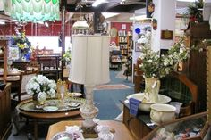Want to start a flea market business without giving up your weekends? Consider renting a permanent indoor booth. Here are the pros and cons.