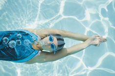 Swimming is the perfect low-impact cardio workout that targets every muscle of your body. But swimming for beginners can be intimidating. Here's how to get started. Open Water Swimming, Swimming Tips, Swimming For Fitness, Swimming Pictures, Spin Bike Workouts, Gym Workouts, Swimming Workouts For Beginners, New Goggles, Low Impact Cardio Workout