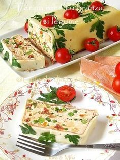 Terina Rece cu Branza si Legume {Cold Terrine with Cheese and Vegetables} : culoriledinfarfurie Finger Food Appetizers, Finger Foods, Appetizer Recipes, Raw Food Recipes, Vegetarian Recipes, Cooking Recipes, Good Food, Yummy Food, Romanian Food