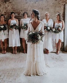 ' Inspiração ♥️ . . . . . . . .  #boanoite #eusticwedding #wedding #weddingdress #weddingdecor #weddingphoto #bride #bridesmaid #like #likesreturned #likebackteam #noivadoamor #rustic #weddingboho #weddingbohochic http://gelinshop.com/ipost/1516377487418860432/?code=BULQUprACOQ