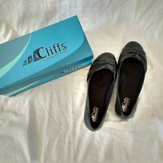 Cliffs by White Mountain Black Flats These are fantastic flats that are super cute but more importantly are very comfortable. Only worn twice so are I'm excellent condition. Perfect to go with any outfit for any occasion. White Mountain Shoes Flats & Loafers