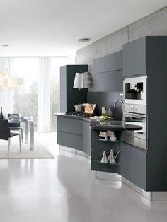 Stosa Cucine, Bring. Design Adriani, cucina-living realizzata con finiture hi-tech particolari costituite da 24 tonalità lucide e 22 opache, con moduli sospesi e dispositivi speciali di apertura e chiusura