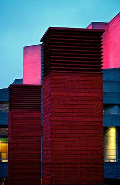 Gorgeous at night. Colour Architecture, Modern Architecture Design, Modern Buildings, Beautiful Buildings, Modern Design, Eye Vitamins, Building Images, London Places, National Theatre
