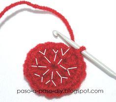 tejer un anillo magico y hacer un círculo crochet Crochet Diy, Baby Booties, Christmas Ornaments, Knitting, Holiday Decor, Cookies, Crochet Baby Socks, Fuzzy Slippers, Crochet Flowers