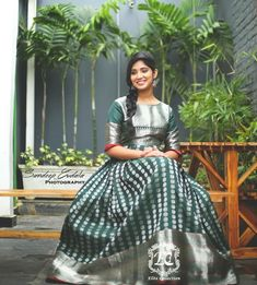 Never underestimate a silver hue! Swetha ( redefining silk saree style with this gorgeous drape from and… Long Gown Dress, Frock Dress, Saree Dress, Frock Models, Kurta Designs Women, Salwar Designs, Frocks And Gowns, Designer Anarkali Dresses, Pattu Saree Blouse Designs