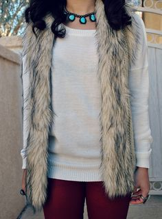 Fur vest & white sweater Going Out Outfits, Pretty Outfits, Cool Outfits, Winter Style, Autumn Winter Fashion, Fur Vest Outfits, Fur Vests, Autumn Outfits, Office Outfits