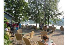 Sinisen huvilan kahvila auki kesällä joka päivä 10-22, lounasta, upea ilta-aurinko Töölönlahti summer cafe