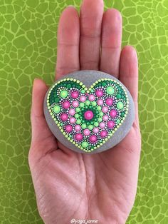 Heart-Stone Heart Chakra - handpainted mandala-stone in heart-shape as a gift for a loved one, for meditation, yoga or decoration Herzens-Stein Herzchakra mit Acrylfarben in Punktetechnik Stone Art Painting, Dot Art Painting, Mandala Painting, Pebble Painting, Mandala Painted Rocks, Painted Rocks Craft, Mandala Rocks, Rock Painting Patterns, Rock Painting Designs