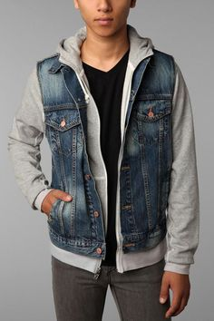 Street style tendance : Levis Bull Wash Denim Vest  Urban Outfitters