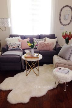 Look at these amazing throw pillows from HomeGoods! I love the texture of the faux pink fur and the detailing of the pom-pom pillows. The London pillow adds whimsey and color to the design. Check out HomeGoods for even more fabulous pillows! Sponsored by HomeGoods
