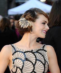Kara Tointon's vintage hairstyle/hair accessory situation. #beauty