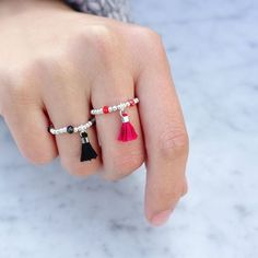 DIY Pompom Rouge Sterling Rings - 30 DIY fashion accessories with top guides . - DIY Pompom Rouge Sterling Rings – 30 DIY fashion accessories with top guides - Wire Jewelry, Bridal Jewelry, Beaded Jewelry, Jewelery, Handmade Jewelry, Handmade Rings, Wire Earrings, Jewelry Rings, Diy Fashion Accessories