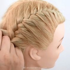 how to french braid step by step for complete beginners! how to french braid step by step for complete beginners! Braided Hairstyles For Black Women Cornrows, Braided Hairstyles Tutorials, Easy Hairstyles For Long Hair, Cute Hairstyles, Female Hairstyles, Wedding Hairstyles, Braid Tutorials, French Braid Hairstyles, Bun Hairstyle