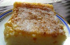 Συνταγή Γαλατόπιτα χωρίς φύλλο πανεύκολη: Γαλατόπιτα χωρίς φύλλο πανεύκολη Υλικά 2 λίτρα φρέσκο γάλα 2 φλ. ψιλό σιμιγδάλι 2 1/2 φλ. ζάχαρη 4 βανίλιες 4 αυγά 50 γρ. βούτυρο Για το γαρνίρισμα: ζάχαρη κανέλα Εκτέλεση Βάζουμε το γάλα να βράσει με το βούτυρο. Μόλις αρχίσει να βράζει ρίχνουμε το σιμιγδάλι, ανακατεύοντας με σύρμα για να μην[...] Greek Sweets, Greek Desserts, Greek Recipes, Sweet Pie, Custard, French Toast, Sweet Treats, Food And Drink, Pudding