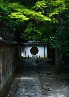 東山路傍の触れ仏 KYOTO JAPAN