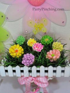 Easter flower cupcakes with jelly beans, candies or marshmallows cut in half dipped in sprinkles made into flowers. #eastercupcakes