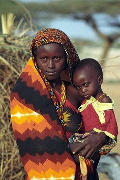 Young Gabbra mother and child at Kalacha (Chalbi desert). The Gabbra live in the Chalbi desert of northern Kenya, between Lake Turkana and Moyale.