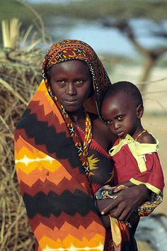 Young Gabbra mother and child at Kalacha (Chalbi desert). The Gabbra live in the Chalbi desert of northern Kenya, between Lake Turkana and Moyale.