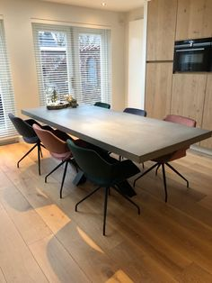 betonlook tafel matrix poot Ping Pong Table, Denver, Conference Room, Dining Table, Furniture, Home Decor, Dining Rooms, Decoration Home, Room Decor