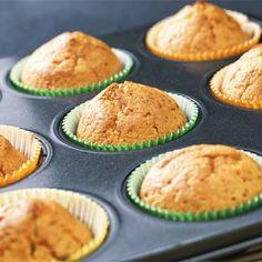 A narancsos muffint összedobni nem nagy kunszt, ráadásul minden alapanyagot megtalálsz hozzá otthon. Tipikus vasárnapi süti. Muffins, Minden, Breakfast, Food, Films, Movies, Advent, Morning Coffee, Muffin