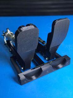 Après le volant F1 réalisé dernièrement, Frex ne s'arrête plus de faire tourner l'imprimante 3D. Dernière réalisation en date, un pédalier type F1. Pour l'instant on a juste cette photo mais on devrait en savoir un peu plus bientôt.Racing Simulator Motion...