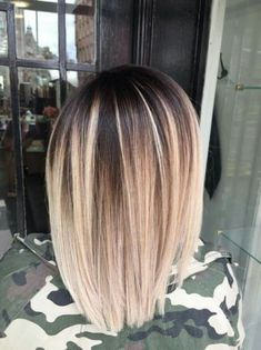 Ideas hair color short crazy blondes You are in the right place about balayage hair blonde Hair Color And Cut, Ombre Hair Color, Hair Color Balayage, Dark Roots Blonde Hair Balayage, Balayage Lob, Short Balayage, Color Streaks, Hair Colour, Medium Hair Styles