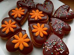 Recept mám od své tchýňky Milenky a proto ten název... ona tomuto receptu říká prostě ořechové a vykrajuje libovolné tvary.... já jsem zvolila srdíčka. Byť se snažím dodržovat přesně recept, pokaždé vzájemnou ochutnávkou zjišťuji, že každá máme jiný výsledek.... ale obě velice chutný... :-) Gingerbread Cookies, Christmas Cookies, Pudding, Cake, Desserts, Food, Gingerbread Cupcakes, Xmas Cookies, Tailgate Desserts