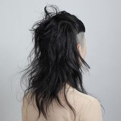 A Different Undercut Hairstyle for Women Undercut Hairstyles Women, Undercut Long Hair, Undercut Women, Nape Undercut, Undercut Pixie, Shaved Hairstyles, Pixie Haircuts, Pixie Hairstyles, Borderlands