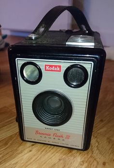Kodak Brownie Flash III Box Camera & Bag – c.1957-1960 #Kodak