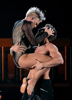 P!nk showed off her fitness at the Grammys!