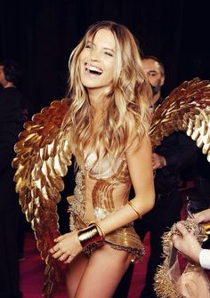 Behati Prinsloo as Lacey Cray, Emma Duquet's murdered best friend and roommate.