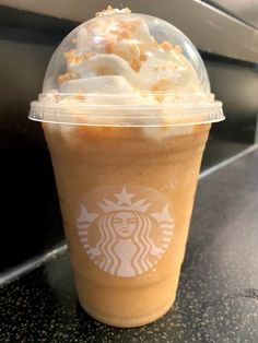 Bebidas Do Starbucks, Secret Starbucks Drinks, Starbucks Secret Menu, Starbucks Recipes, Vanilla Frappuccino, Frappuccino Recipe, Starbucks Frappuccino, Starbucks Iced Coffee, Waffle Cake