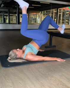 Add this single leg raised glute bridge to your lower body workout routine to build bigger glutes Leg Day Workouts, At Home Workouts, Fitness Goals, Fitness Tips, Daily Exercise Routines, Workout Challenge, Glutes, Workout Videos, Yoga