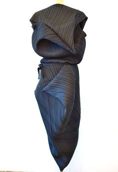 Creative Patternmaking - textured dress with sculptural drape - fabric manipulation; sewing; draping; fashion design // Issey Miyake