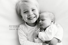 Fotograf Caroline Smith  #Nyfødtfotografering #nyfødtbilder #newborn #søsken #newbornphotography #nyfødtfotograf #brothers #brødre Face, Photo Illustration, The Face, Faces
