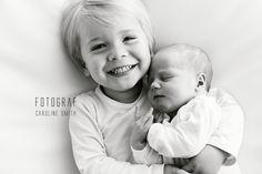 Fotograf Caroline Smith  #Nyfødtfotografering #nyfødtbilder #newborn #søsken #newbornphotography #nyfødtfotograf #brothers #brødre