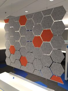 Add color, privacy, tackability and acoustic absorption to open plan environments office Office Screens, Office Dividers, Office Partitions, Acoustic Design, Acoustic Wall, Cool Office Space, Office Setup, Acustic Panels, Diy Room Divider