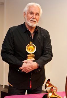 Kenny Rogers Previews Country Music Hall of Fame Exhibit