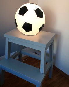 Football room: The best ideas for mini kickers and real football fans Boys Soccer Bedroom, Soccer Room, Boy Room, Kids Room, Football Rooms, Football Bedroom, Football Fans, Ikea Fado, Lampe Ballon