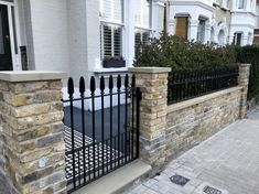Victorian and Edwardian front garden design and restoration anewgarden Victorian Front Garden, Victorian Front Doors, Victorian Terrace House, Front Wall Design, Fence Design, Front Garden Ideas Driveway, Front Path, Terrace House Exterior, Garden Railings