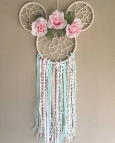 Pink and Mint Minnie Mouse Disney Theme Nursery Decor Minnie Mouse Nursery, Minnie Mouse Theme, Disney Mouse, Disney Diy, Disney Crafts, Disney Dream, Decoration Creche, Disney Themed Nursery, Dream Catcher Craft