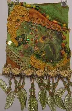 Very pretty 'art' bag with a printed appliqué, lace, beads... it reminds me very much of my beaded and embellished velvet bag.