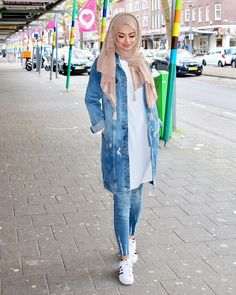 cute hijab school outfits for muslim teen girls muslim women fashion, islamic fashion Modern Hijab Fashion, Muslim Women Fashion, Street Hijab Fashion, Arab Fashion, Hijab Fashion Inspiration, Islamic Fashion, Mode Inspiration, Fashion Outfits, Style Fashion
