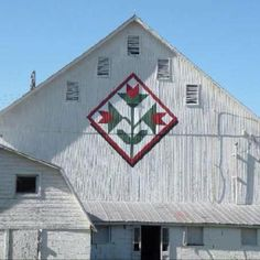 Barn quilts  follows the roof line change color for red barn