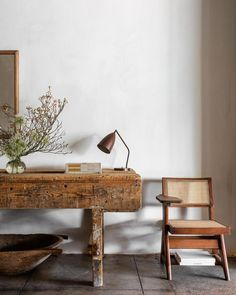 How to Decorate in the Eclectic Style…When You're a Minimalist Interior Design Inspiration, Home Decor Inspiration, Home Interior Design, Interior Styling, Wabi Sabi, Foyer Design, House Design, Eclectic Decor, Eclectic Style