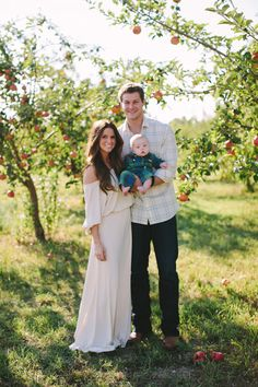 Outdoor Family Photos with Beautiful Mountain Backdrop - On to Baby