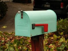love this teal and red mailbox. maybe i'd want it a bit shinier though.