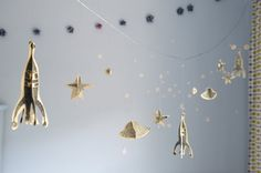 DYI rocket shop garland.Would be great for a space themed party {hip hip hooray}